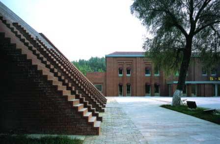 两个建筑均为砖混结构