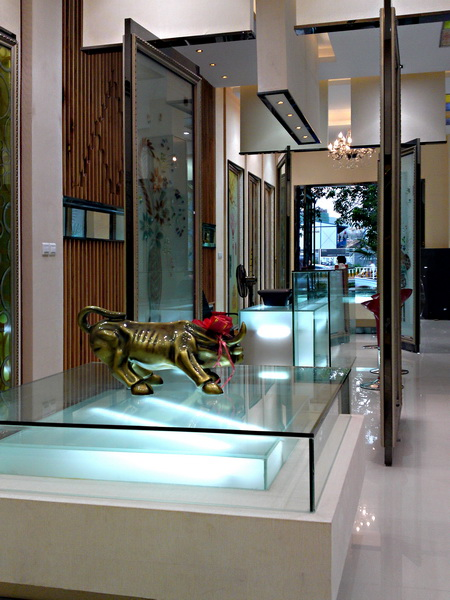 室内设计师张清华; 艺术玻璃展厅;