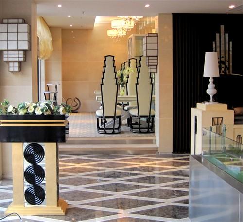 奢华 家具,地毯,饰品,窗帘,油画,花艺,灯具等均为定制品凸显该楼盘与