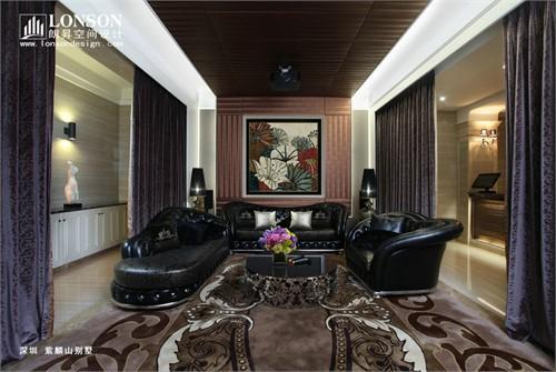 搭配淡色系造型优美的欧式风格家具