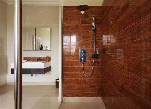 木纹黄大理石卫生间墙面