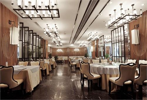 餐饮空间,历来给人一种传统沉稳的店面形象,受业主委托我们大胆尝试