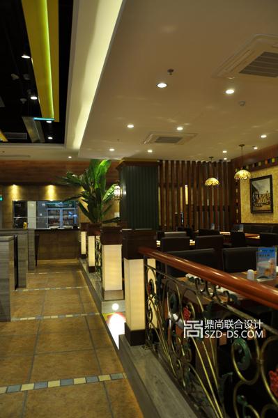 区一棵大树,热带植物,原木扶拦木梁,毛面砖直接表达出热带餐厅的特色