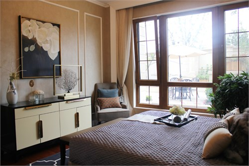 因此相对整体的别墅装修设计以更加温和,设计师甚至摒弃了石膏线,白色图片