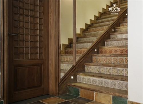 曲柳木楼梯扶手图片