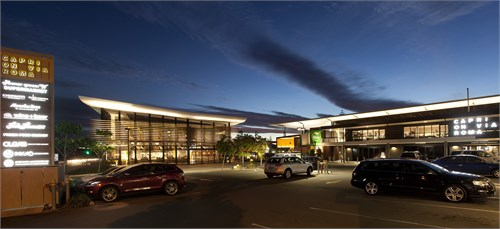 该建筑风格雄厚,拥有大型高仓风格的顶板,开放式结构的顶棚以及外露图片