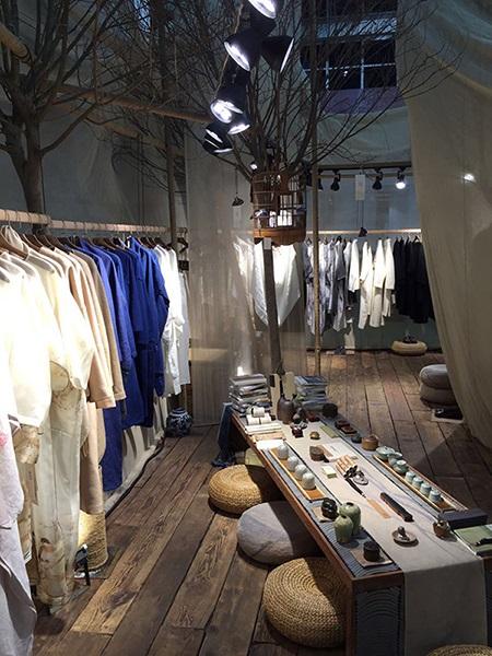 整体空间设计效果与荷木服装品牌的文化内涵非常契合