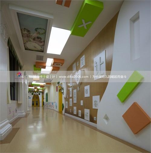国外幼儿园走廊地面游戏