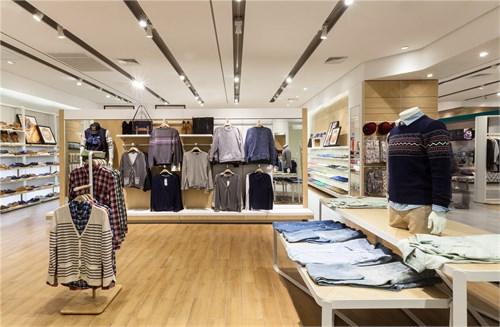 背景墻插畫,門口服務信息以及宣傳pop等平面元素在店鋪中的有機應用