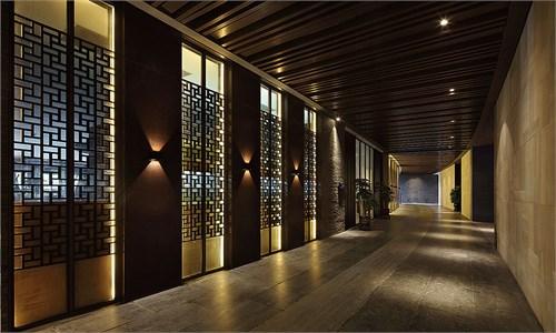 酒店位于风景如画的双月湾海滩之上,其周边的海洋度假,休闲资源就是