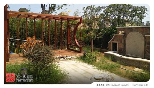 项目简介:本案中庭院设计风格方面以中式西式
