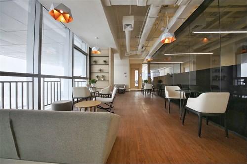 这种设计指导思路完全颠覆了传统办公空间的规则.